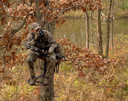 deer-hunting-archer-sitting-in-the-stand-realtree